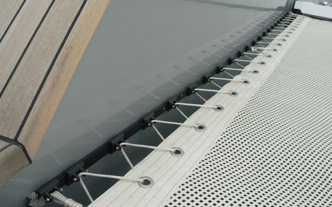 Hull connection crosspieces on a catamaran